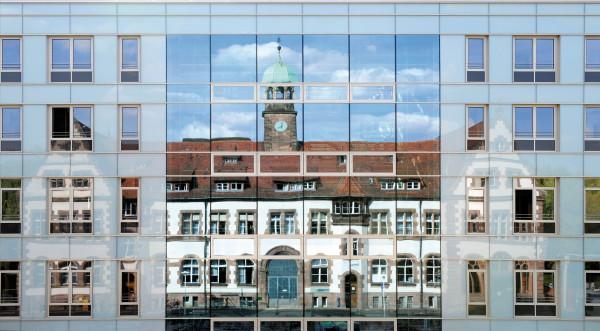 Klinikum-N-rnberg_Nord_Haus-10_Sch-ller_Haus_Spiegelung_RHO1005-b